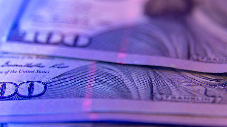 Ultraviolet currency detector analyzing a bank note